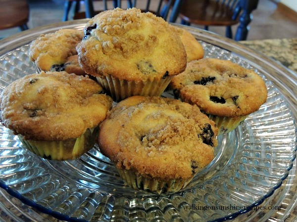 Blueberry Muffins with Crumb Topping | Blueberry Freezing Tips | Walking on Sunshine Recipes
