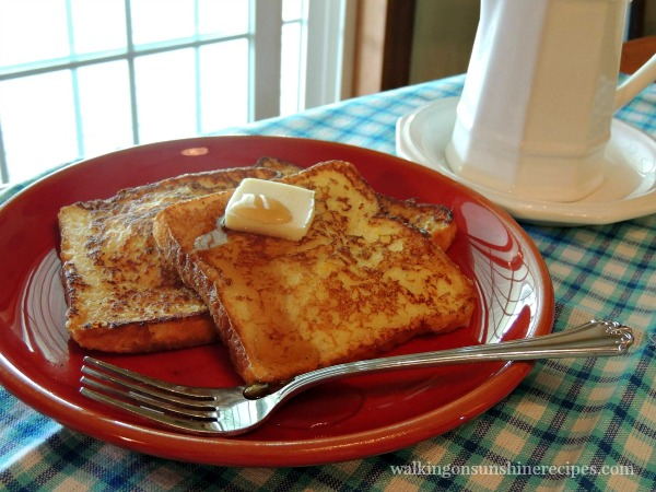 Easy recipe for French Toast that you can freeze from Walking on Sunshine.