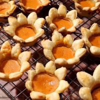 Flower Shaped Mini Pumpkin Pie