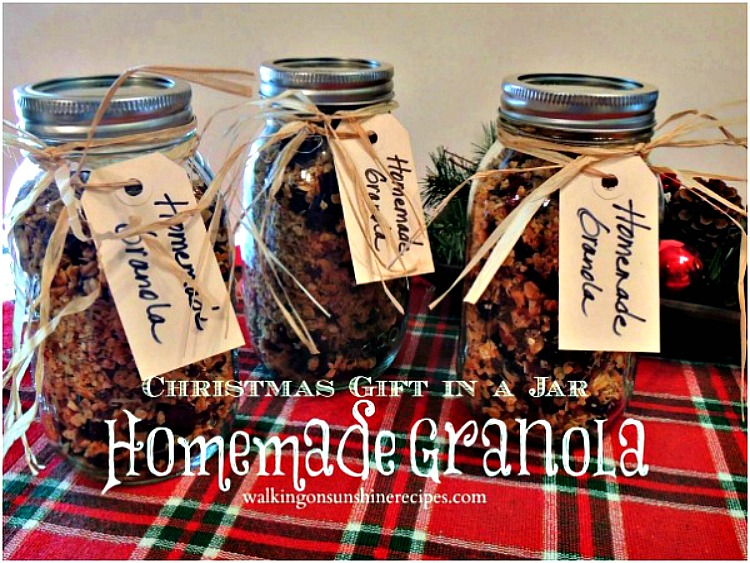 Homemade Granola Christmas Gift in a Mason Jar makes the perfect last-minute gift to give to teachers, family and friends.