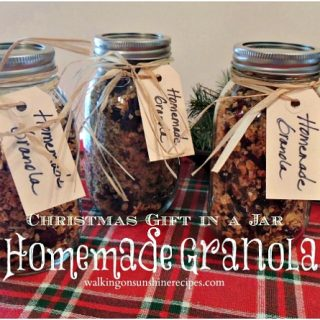 Homemade Granola Christmas Gift in a Jar