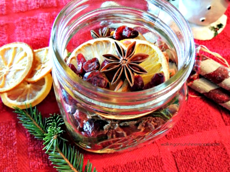 Simmering Potpourri makes a great homemade Christmas gift or hostess gift.