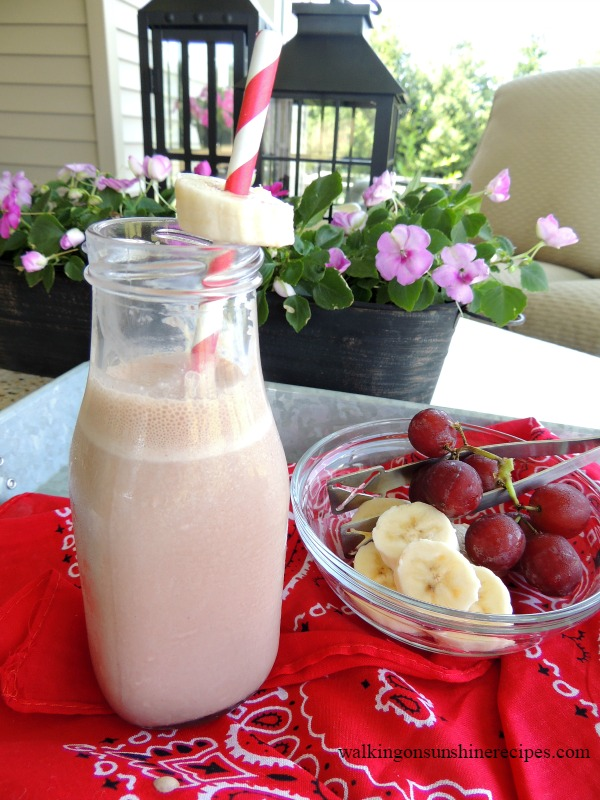 How to make the most delicious chocolate banana smoothie to help keep your energy up the entire day from Walking on Sunshine Recipes.