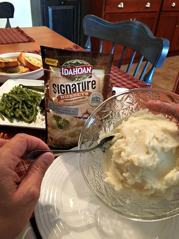Idahoan Signature Russets Mashed Potatoes make any dinner special from Walking on Sunshine Recipes.