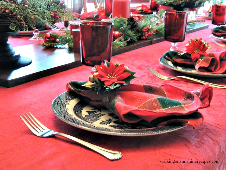 Budget Christmas Table Decorations to help you celebrate the holiday season without spending a ton of money.