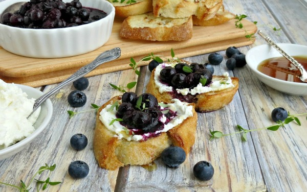 Blueberry and Goat Cheese Crostini Recipe from 5 Minutes for Mom
