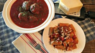 Slow Cooker Tomato Sauce with Meatballs