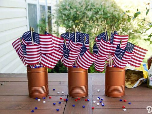 A great collection of patriotic decor ideas featured on Walking on Sunshine.