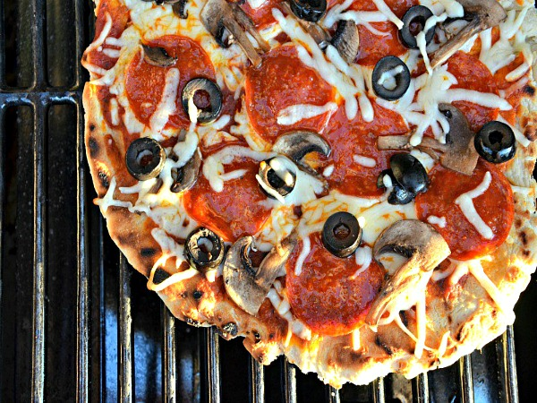 Grilled Pizza from Kid and Kin Blog