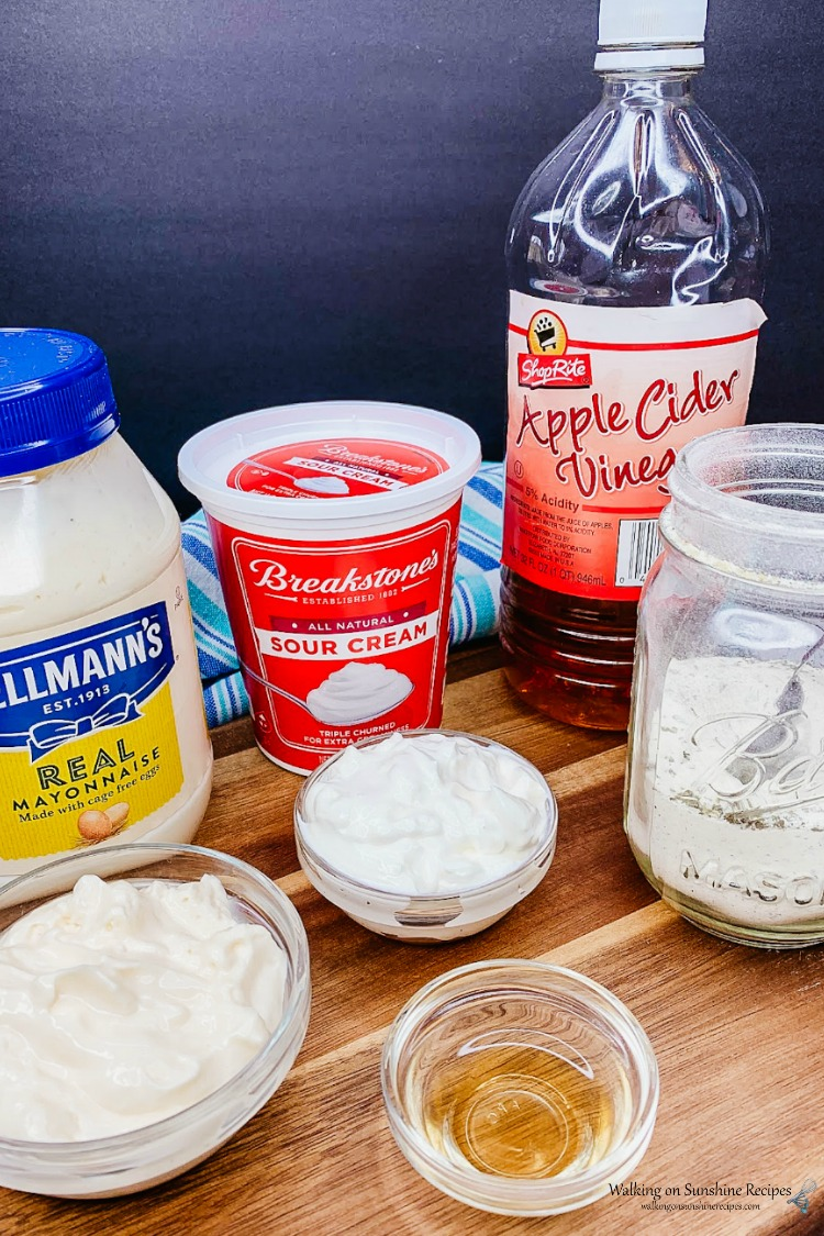 Ingredients for homemade ranch flavored pizza dipping sauce.