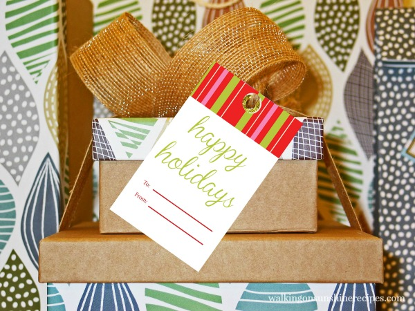 Happy Holidays FREE Printable Christmas Tag from Walking on Sunshine Recipes