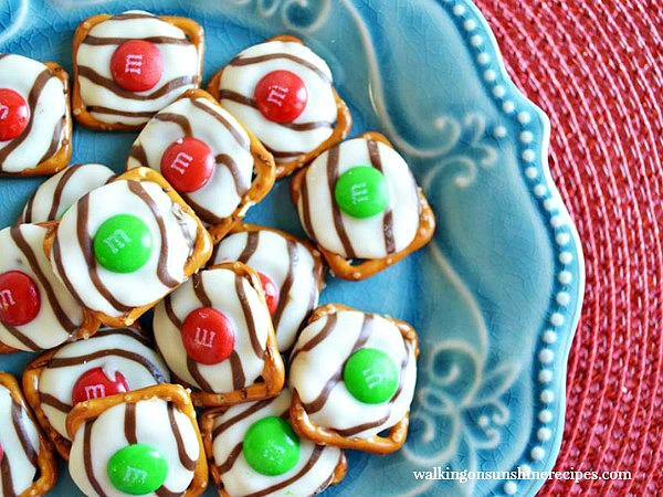 Recipe hugs pretzels the perfect christmas treat walking on hugs pretzels are a fun treat to give as gifts this christmas free printable gift negle Images