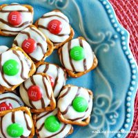 Hugs Pretzels - The Perfect Christmas Treat!