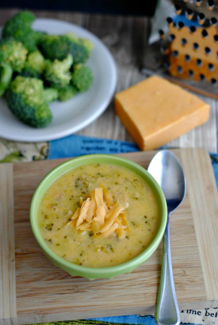 Creamy Cheesy Broccoli Soup from Teaspoon of Goodness