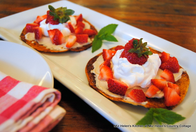 Strawberry Dessert Chalupa from Miz Helen's Country Cottage