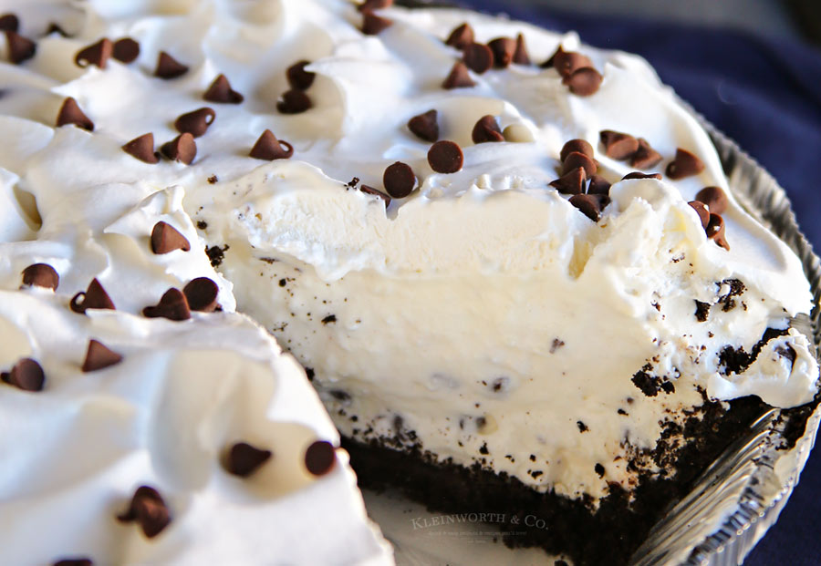 Easy Oreo Cannoli Cream Pie from Kleinworth & Co.