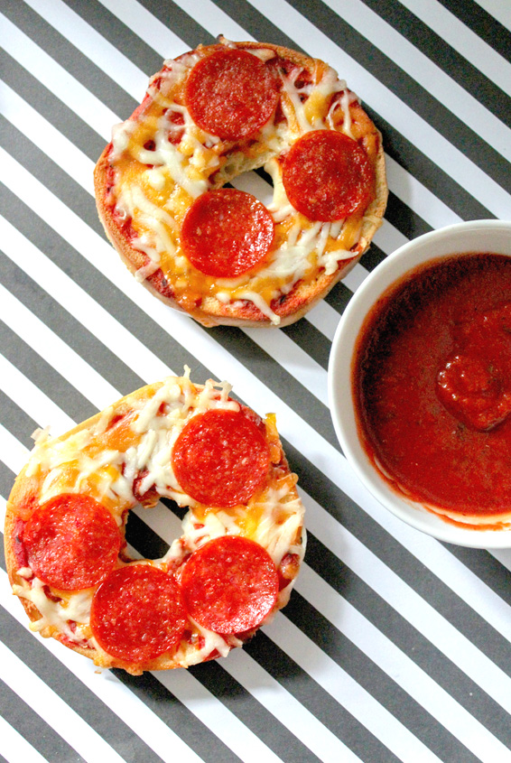 Easy Homemade Bagel Pizzas from Tuxedo Cats and Coffee