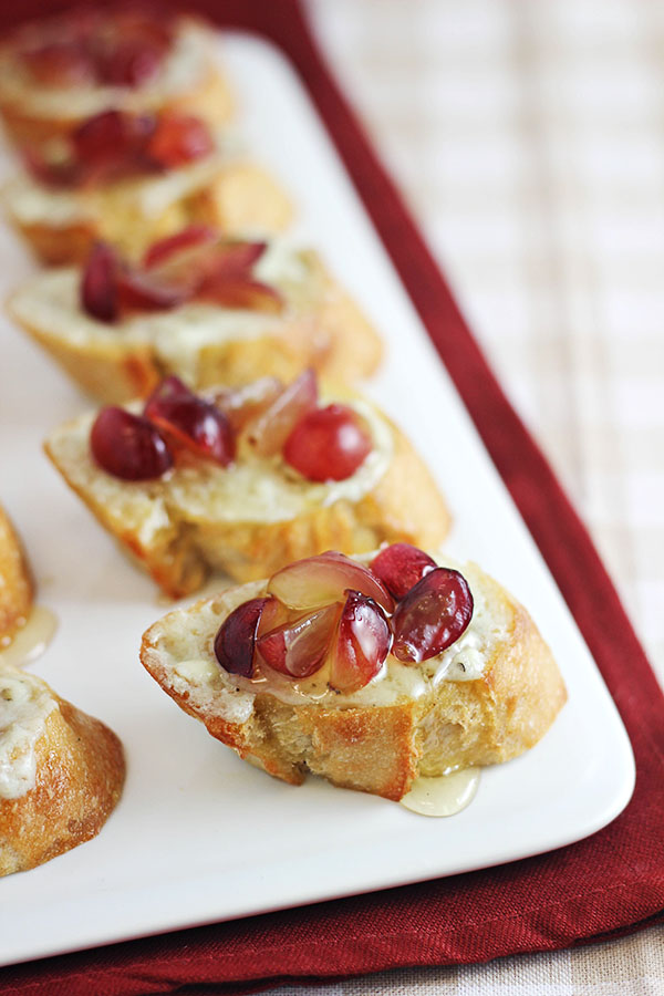 Grape Crostini with Blue Cheese Honey Spread from Home Cooking Memories