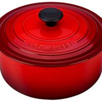 Le Creuset Signature Enameled Cast-Iron 5-1/2-Quart Round Dutch Oven