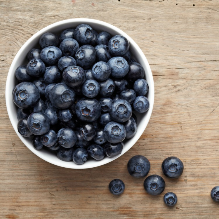 Fresh blueberries in white bowl.