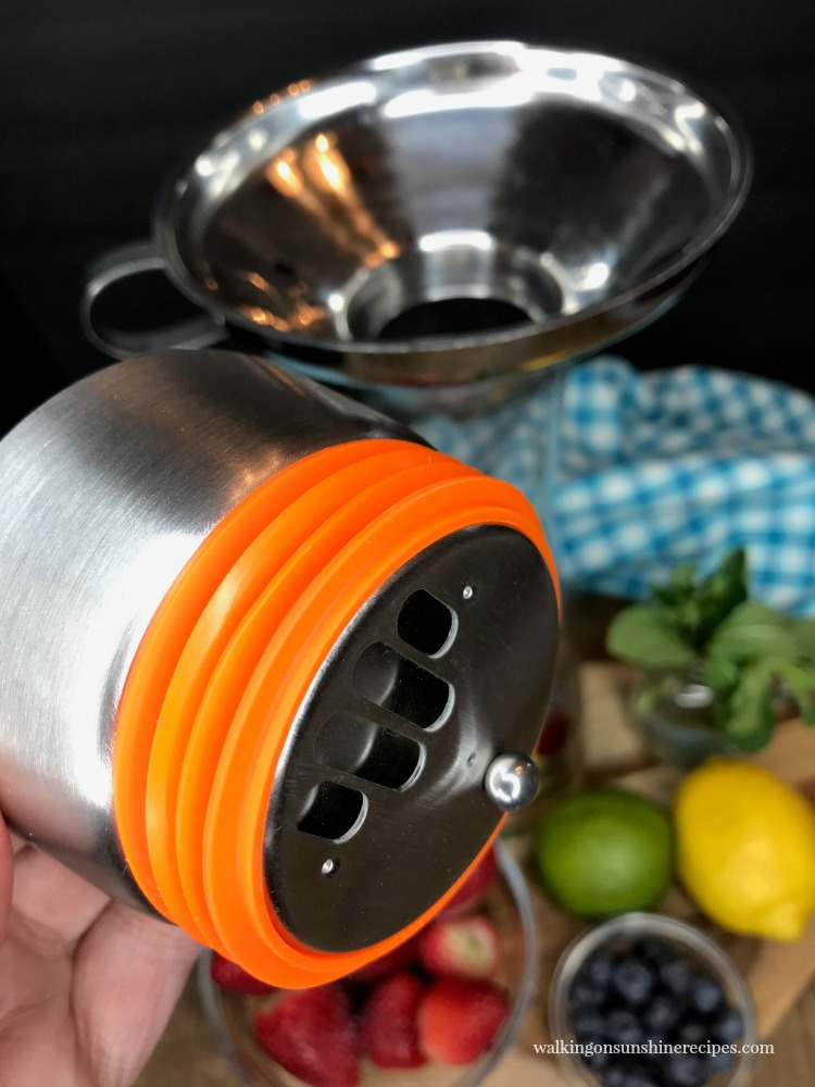 Lid to infuser bottle