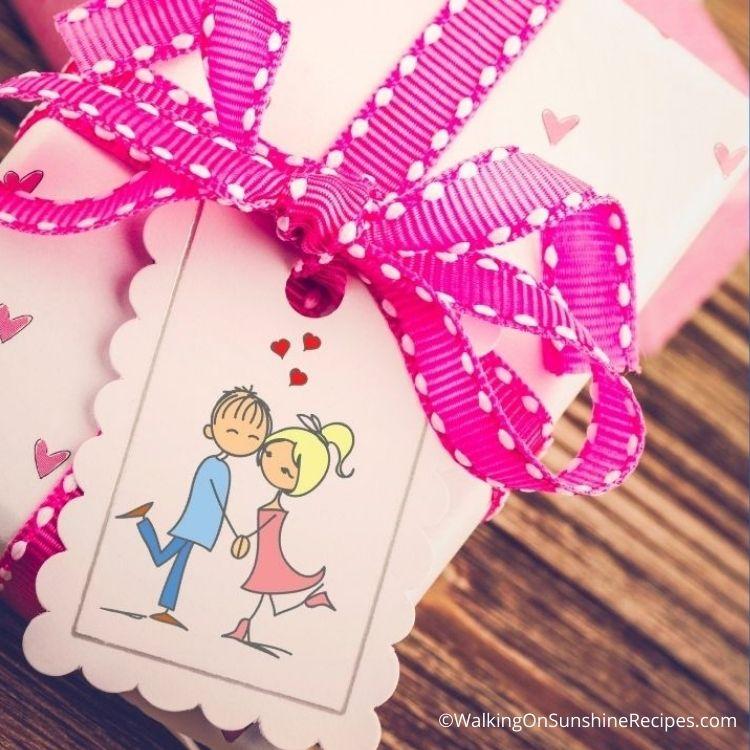 Cartoon boy and girl on printable gift tag.