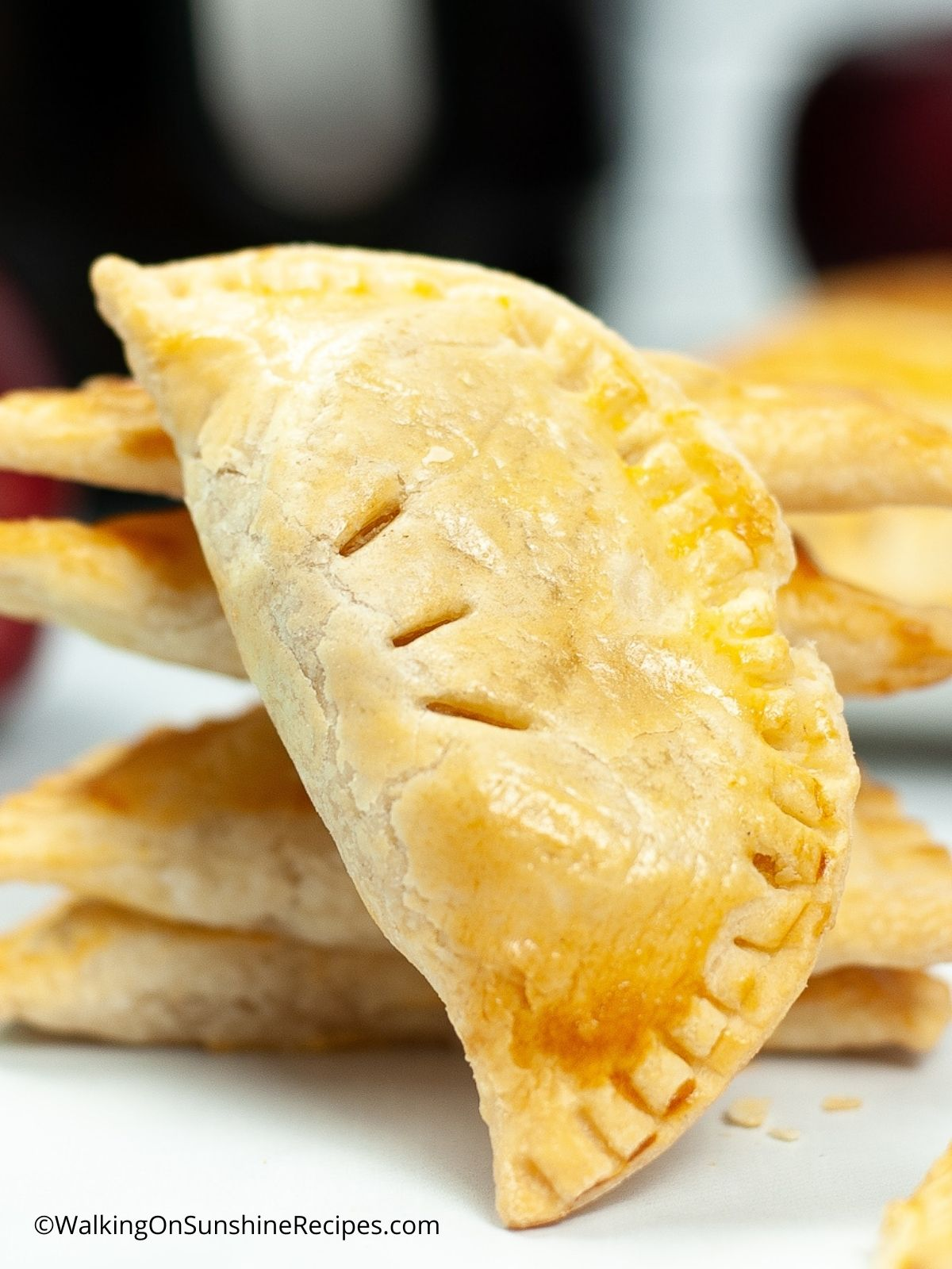 Air Fryer Apple Hand Pies by Walking on Sunshine - WEEKEND POTLUCK 495