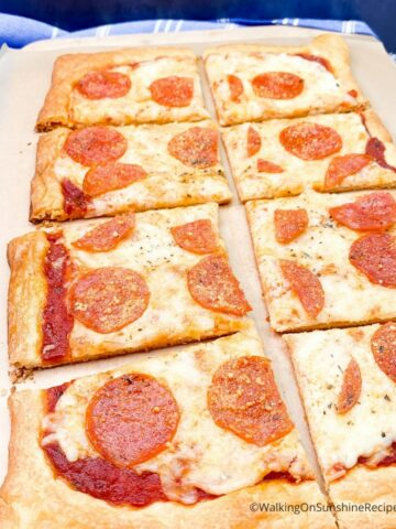 _FEATURED NEW SIZE Crescent Roll Pizza Recipe